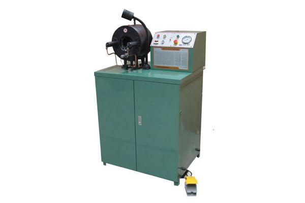 Hydraulický flexibilní krimpovací stroj